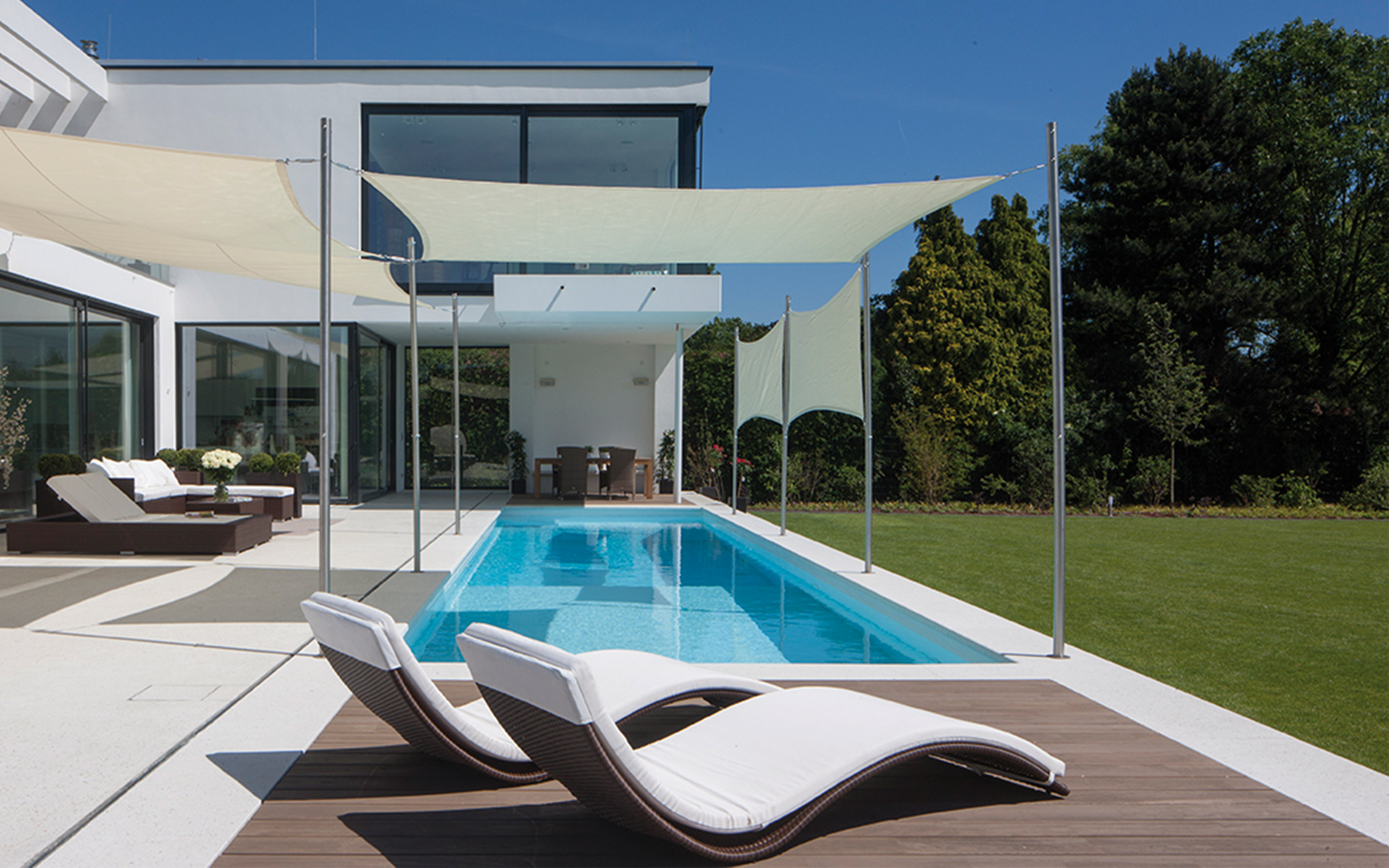 pool mit tiefgang. Black Bedroom Furniture Sets. Home Design Ideas